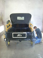 180px-1926_Ford_Model_T_Rear_Fender_Repair_02